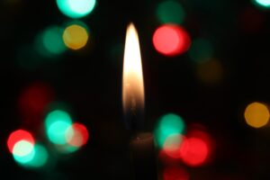 candle light with black background and red and green blurry lights Tag: merry everything